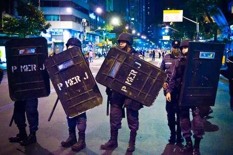 <p>Policiais da Tropa de Choque monitoravam caminhada em protesto no Rio</p>