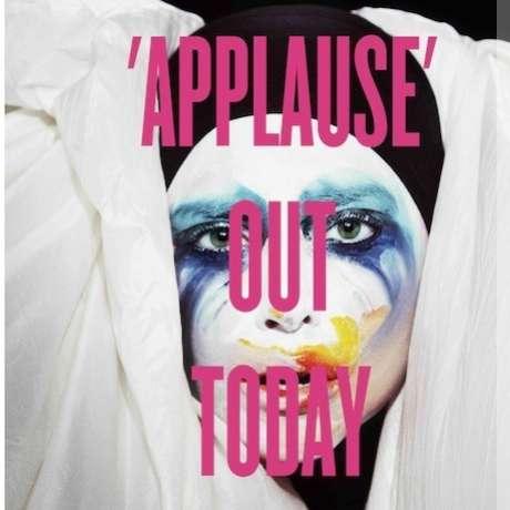 <p>A cantora antecipou o lançamento de<em>Applause</em></p>
