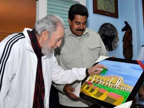 Fidel recebe presente do venezuelano Nicolás Maduro em imagem divulgada no dia 27 de fevereiro