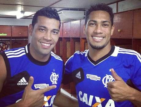 André Santos publicou foto com Hernane no Instagram