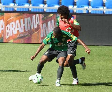 Dante participou entre os titulares do único treino com bola para o amistoso diante da Suíça