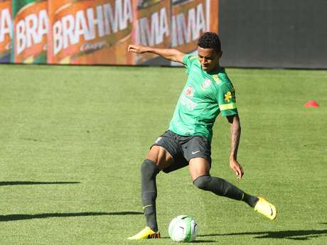 <p>Pensando em se manter no grupo de Felip&atilde;o, Luiz Gustavo se transfere para a equipe do Wolfsburg</p>