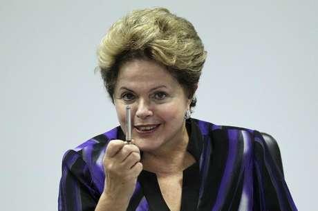 """Presidente Dilma Rousseff é vista durante reunião no Palácio do Planalto, em Brasília. Dilma afirmou nesta terça-feira que está empenhada no momento apenas em exercer as funções no governo e não tem interesse em antecipar a discussão sobre a eleição de 2014 que, segundo ela, """"é problema dos outros candidatos"""". 19/07/2013"""