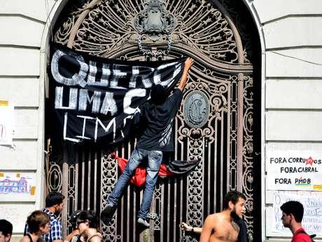 <p>Mesmo com a liberação do plenário, outros espaços da Casa continuam ocupados por manifestantes</p>