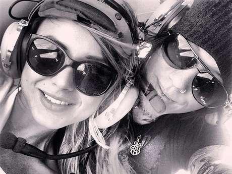 <p>Daren Jay Ashba fez uma declaração de amor à namorada usando um helicóptero da polícia de Las Vegas</p>