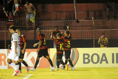 <p>Meia-atacante foi preciso em batidas de falta para dar a vitória ao time pernambucano</p>