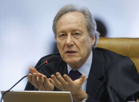 <p>Orevisor do processo do mensalão, Ricardo Lewandowski, bateu boca com o presidente do Supremo, Joaquim Barbosa</p>
