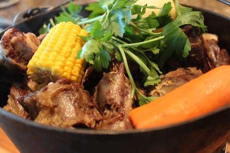 """<p>Puchero é """"mistureba"""" tradicional de carnes e caldo</p>"""