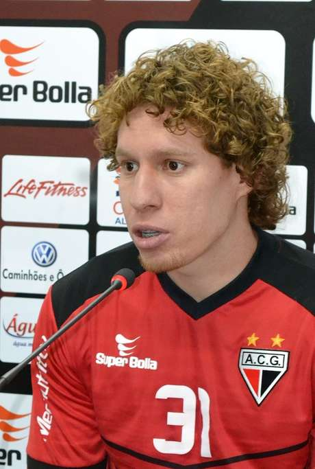 Renan Foguinho pede para time evitar faltas próximas da área