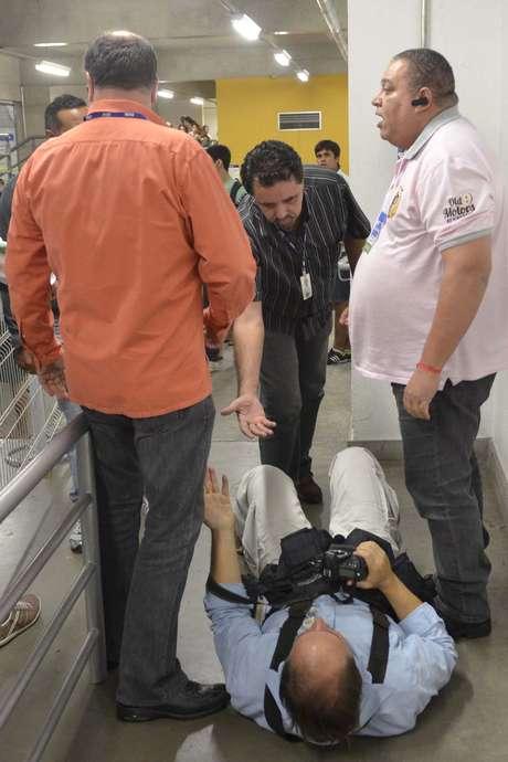 Gladyston Rodrigues, do jornal O Estado de Minas, foi agredido por dois seguranças depois de tirar fotos de Sasha Meneghel