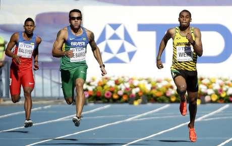 <p>Bruno Lins não conseguiu a marca suficiente para avançar e foi eliminado na primeira fase da disputa dos 200 m</p>