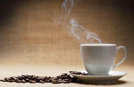 <p>O café contém inúmeras substâncias diferentes, que podem ter bons e maus efeitos para a saúde</p>