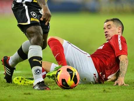 <p>Meio-campista disse que empate do Inter no último minuto foi merecido</p>