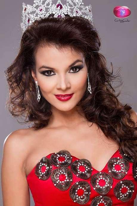 <p>Ella esAlba Delgado, la bomba Latina que representará la belleza de la mujer salvadoreña en el certamen de Miss Universo 2013. </p>