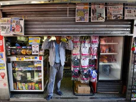 Luiz Oliveira mostra a porta da banca: tentativa de arrombamento
