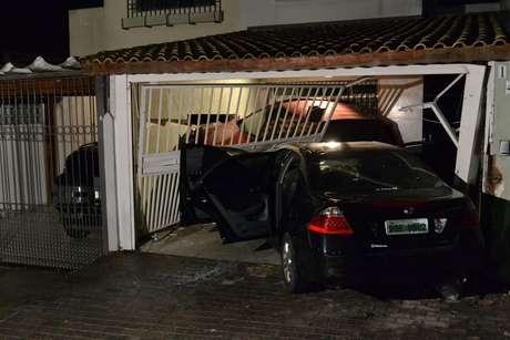 Adolescente foi detido após bater o carro que dirigia em garagem de residência no Morumbi, em São Paulo