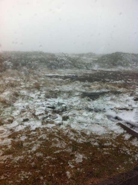<p>Morro da Igreja, em Urubici, amanheceu pelo segundo dia seguido repleta de neve</p>