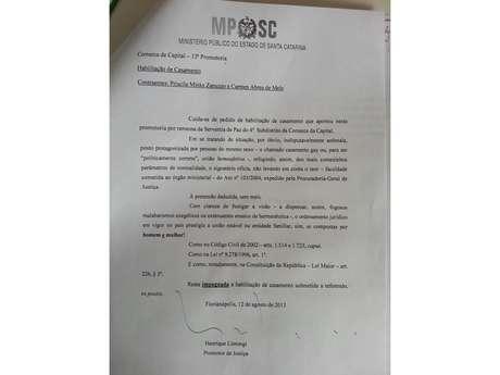 """<p><a href=""""http://images.terra.com/2013/08/17/decisao-promotor-justica-henrique-limongi-sc-contra-uniao-estavel-gay-homoafetiva-casamento-priscila-minks-zanuzzo-repro.jpg"""" target=""""_blank"""">Carta do promotor Henrique Limongi</a> chama união homoafetiva de 'indisputavelmente anômala'</p>"""