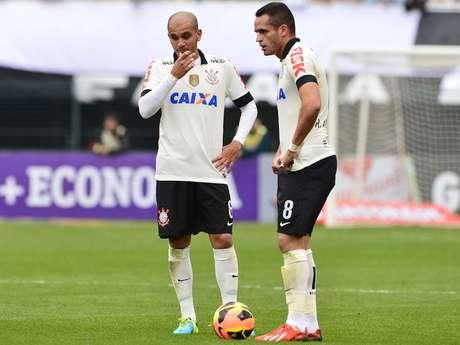 <p>Fábio Santos e Renato Augusto estão fora da partida de quarta</p>