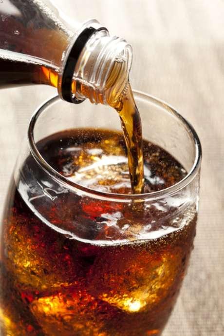 Um estudo realizado na Filadélfia, Estados Unidos, pelo professor Mohamed A. Bassiouny, da Temple University, aponta que o consumo excessivo de refrigerantes pode ser tão prejudicial à saúde bucal quanto o uso de metanfetamina, cocaína e crack