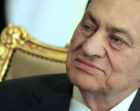 Apesar da decisão do tribunal, o ex-presidente Hosni Mubarak permanecerá preso no Egito