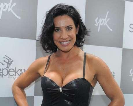 A ex-dançarina falou pela primeira vez sobre a traição do marido Tony Salles com a empresária Kamyla Simioni