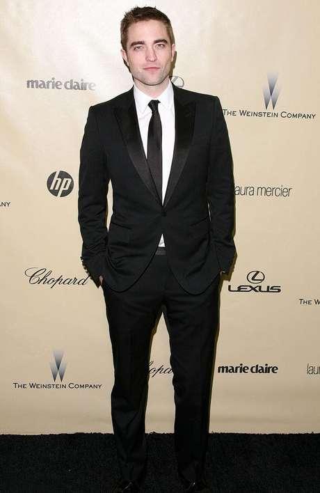<p>A mans&atilde;o de 492 metros quadrados de Robert Pattinson, j&aacute; pertenceu a Gwen Stefani, Hilary Duff e Britney Spears</p>