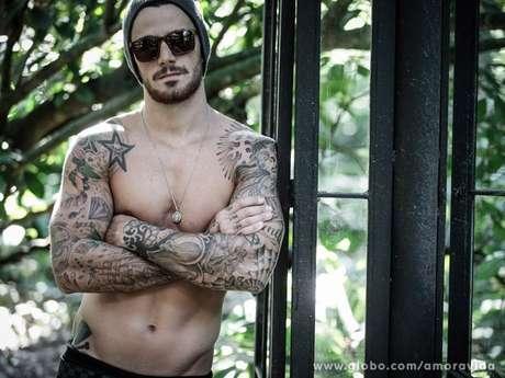 <p>Felipe já não sabe mais quantas tatuagens tem pelo corpo</p>