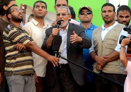 Mohamed Badie, o guia supremo da Irmandade Muçulmana, durante discurso a dezenas de milhares de egípcios no dia 5 de julho