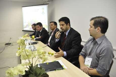 George Braga (microfone) revelou que telões e grandes pontos de concentração de público serão reduzidos para três no Mundial de 2014