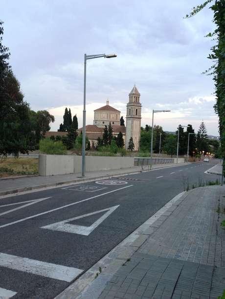 <p>Pedralbes é um bairro com alguns consulados, como o russo, e até um Palácio Real</p>
