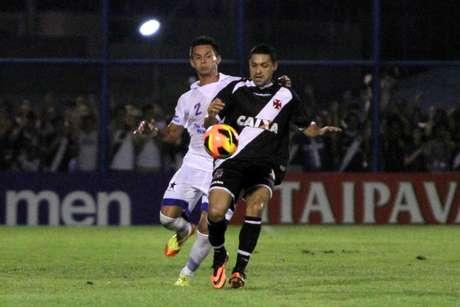 Éder Luís foi titular do Vasco em vitória sobre o Nacional
