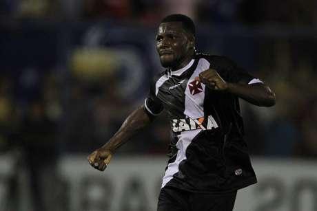 <p>Carlos Tenório foi o nome da vitória do Vasco em Manaus</p>