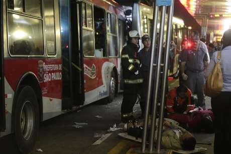 Quatro unidades de resgate e 11 viaturas foram empenhadas no socorro às vítimas