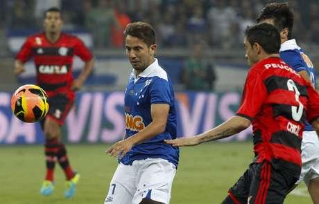 <p>Meio-campista marcou golaço em vitória do Cruzeiro pela Copa do Brasil</p>