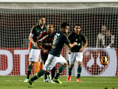 <p>Mendieta teve boa atuação contra o Atlético-PR, dia de vitória do Palmeiras</p>