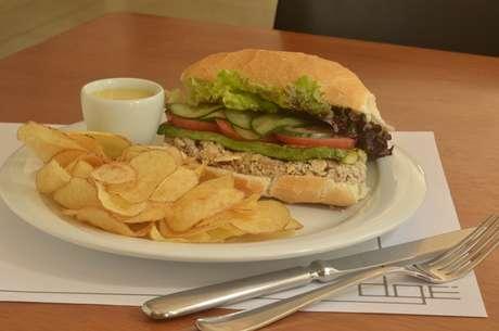 Sanduíche servido pelo Dgé
