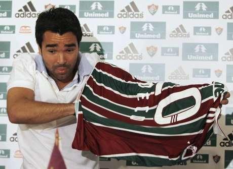 Jogador português Deco na apresentação ao Fluminense em 2010 941e8207433a6