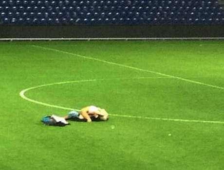 <p>Ato protagonizado por dois jovens ocorreu no último domingo, após o empate por 0 a 0 entre Brondby e Randers</p>