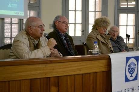 Bernard Kats, Johannes Melis e Curtis Stanton contam a estudantes o que viveram durante o holocausto