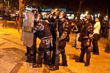 <p>Tropa de Choque monitora movimentação de manifestantes no Largo do Machado, no Rio</p>