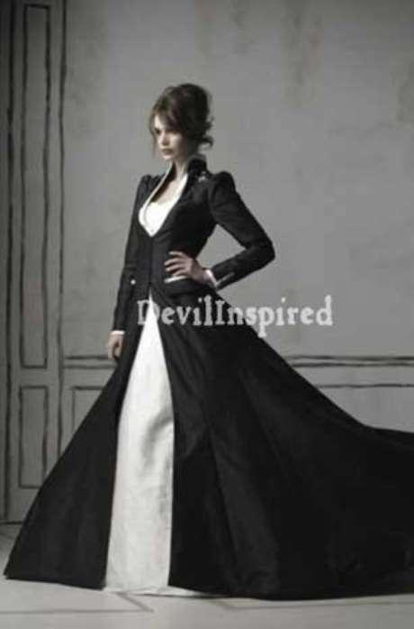 Esta no es la primera vez que vemos vestidos de novia de color negro, pero