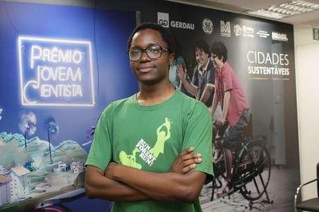 <p>Em 2013, o estudante Kaiodê Leonardo Biague criou para o prêmio do CNPquma proposta de estações de Sistemas de Transporte Rápido por Ônibus (BRT) que funcionam a partir da energia solar</p>