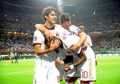 Boateng celebra uno de los goles del Milan ante el PSV en la previa de la Champions