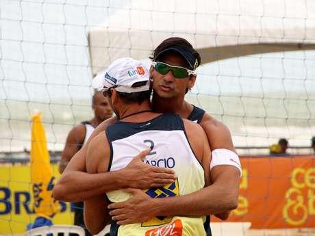 <p>Márcio e Ricardo estão nas semifinais da etapa do Recife do Circuito Banco do Brasil</p>