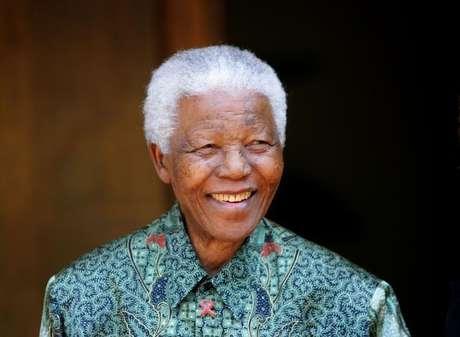 <p>Foto de arquivo do ex-presidente da África do Sul, Nelson Mandela, em Joanesburgo</p>
