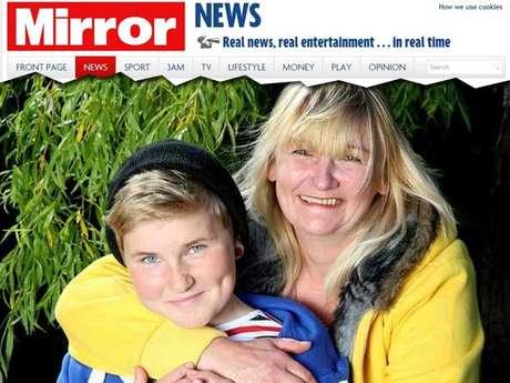Leo Waddel e a mãe buscam o medicamento para deter sua puberdade