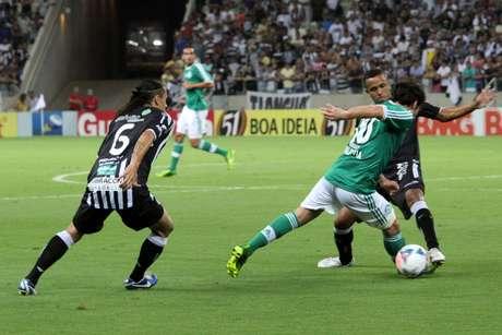 <p>Valdivia saiu cansado de jogo contra Cear&aacute;</p>