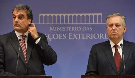 <p>Chanceler Figueiredo concedeu entrevista ao lado do ministro Cardozo</p>