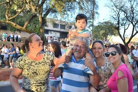 A caminhoneira Márcia Beraldo prestigiou o evento na companhia do marido, da sobrinha, da filha e do neto Breno que era carregado nos ombros pelo avô